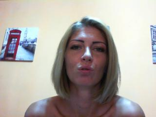 Picture of the sexy profile of CreamyPussie, for a very hot webcam live show !