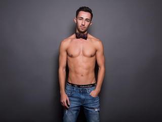 HaroldBain模特的性感個人頭像,邀請您觀看熱辣勁爆的實時攝像表演!