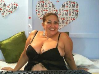 NastyLatinaMilf模特的性感個人頭像,邀請您觀看熱辣勁爆的實時攝像表演!