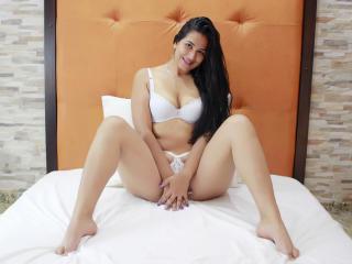 SaraStoneX模特的性感個人頭像,邀請您觀看熱辣勁爆的實時攝像表演!
