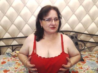 Picture of the sexy profile of SexySandie, for a very hot webcam live show !