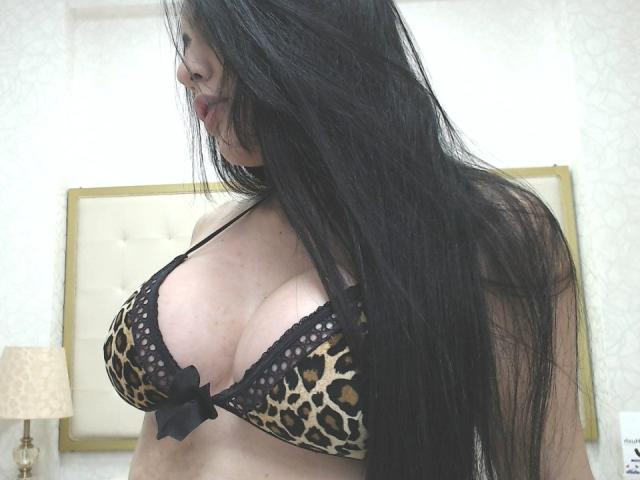 Picture of the sexy profile of KarinaKross, for a very hot webcam live show !