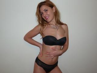 AddictiveLips girl webcam model