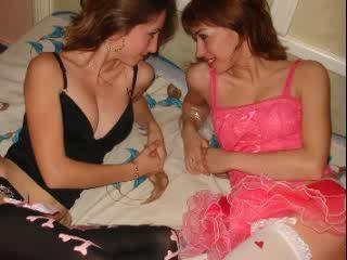 Foto van het sexy profiel van model 2HornyPussys, voor een zeer geile live webcam show!