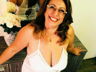 SweetLadyAnk webcam strip tease