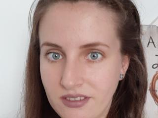 Hình ảnh đại diện sexy của người mẫu AnnaBelleFemme để phục vụ một show webcam trực tuyến vô cùng nóng bỏng!