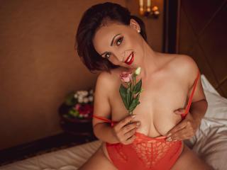 Фото секси-профайла модели AriadnaHott, веб-камера которой снимает очень горячие шоу в режиме реального времени!