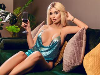 Hình ảnh đại diện sexy của người mẫu AttractiveReese để phục vụ một show webcam trực tuyến vô cùng nóng bỏng!