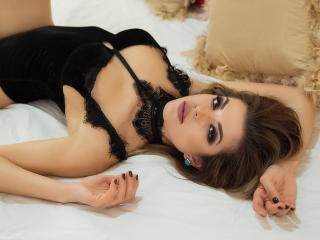 Photo de profil sexy du modèle BiaJames, pour un live show webcam très hot !