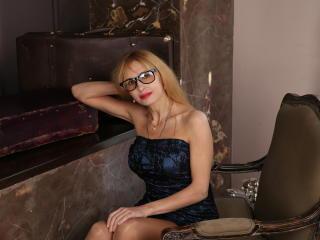 Velmi sexy fotografie sexy profilu modelky BlondPussy pro live show s webovou kamerou!