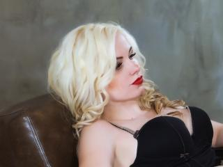 Velmi sexy fotografie sexy profilu modelky BustyBlondAnn pro live show s webovou kamerou!
