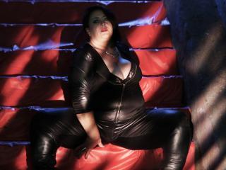 Velmi sexy fotografie sexy profilu modelky BustyFetishBabe pro live show s webovou kamerou!