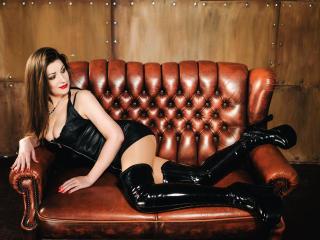 Hình ảnh đại diện sexy của người mẫu Denisa20 để phục vụ một show webcam trực tuyến vô cùng nóng bỏng!