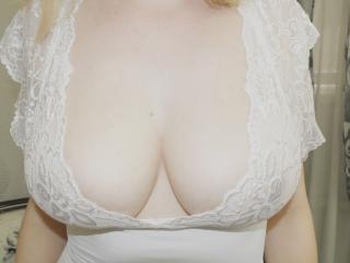 Photo de profil sexy du modèle ErikaLovee, pour un live show webcam très hot !