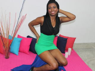 Photo de profil sexy du modèle Gynnary, pour un live show webcam très hot !
