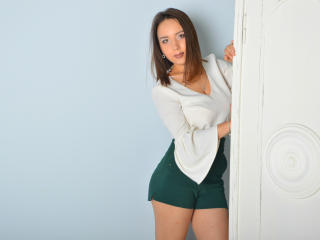 Photo de profil sexy du modèle HonestWife, pour un live show webcam très hot !