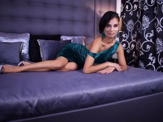 Photo de profil sexy du modèle JezebellStone, pour un live show webcam très hot !
