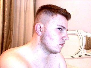 Picture of the sexy profile of Leon, for a very hot webcam live show !