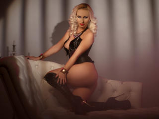 Photo de profil sexy du modèle LuxuryFetishSin, pour un live show webcam très hot !