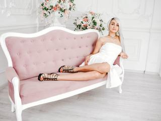 Photo de profil sexy du modèle LuxuryMilana, pour un live show webcam très hot !