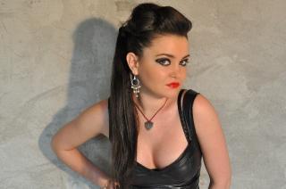 Photo de profil sexy du modèle MaitresseNadia, pour un live show webcam très hot !