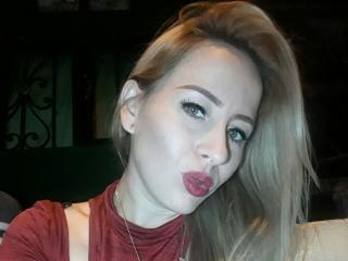 Фото секси-профайла модели MichelHott, веб-камера которой снимает очень горячие шоу в режиме реального времени!