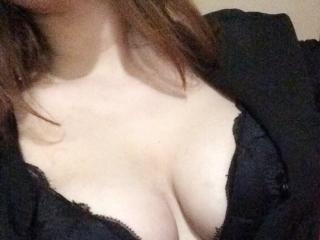 Photo de profil sexy du modèle SandyF, pour un live show webcam très hot !