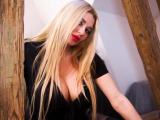 תמונת פרופיל סקסית של SunshineSURI למופע חי מאוד סקסי!