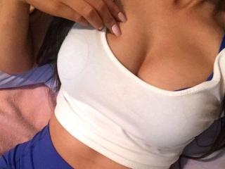 Foto de perfil sexy de la modelo YaraGirl, ¡disfruta de un show webcam muy caliente!
