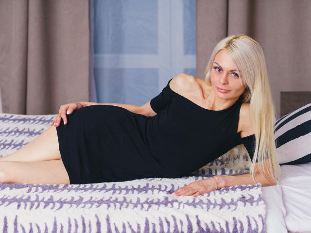 Picture of the sexy profile of BabeLadyHotty, for a very hot webcam live show !