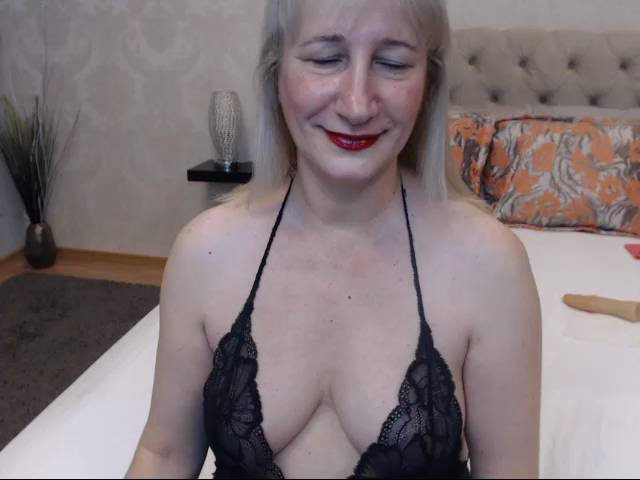 Picture of the sexy profile of BlondeMargox, for a very hot webcam live show !
