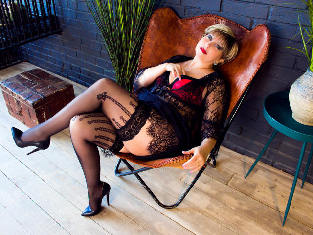Sexy profilbilde av modellen  BlondSexyMature, for et veldig hett live webcam-show!