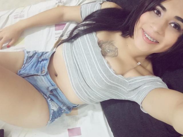 Photo de profil sexy du modèle CristalHugeTS, pour un live show webcam très hot !