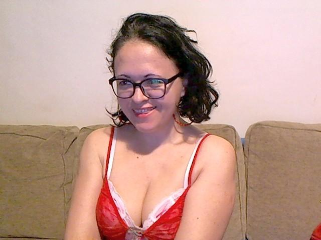 Picture of the sexy profile of DouceIsabelle, for a very hot webcam live show !