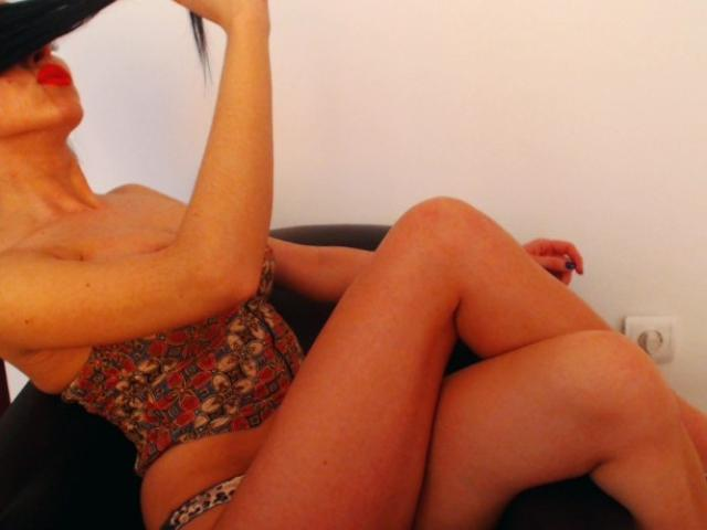 Picture of the sexy profile of InaMignon, for a very hot webcam live show !