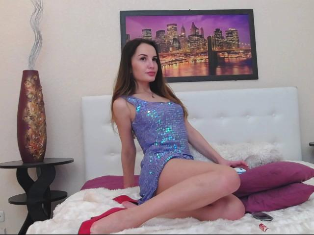 Picture of the sexy profile of JuliaCute, for a very hot webcam live show !