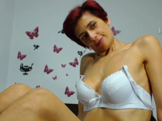 Picture of the sexy profile of LorelayChaude, for a very hot webcam live show !