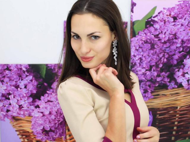 Foto de perfil sexy de la modelo LovelyEmilyG, ¡disfruta de un show webcam muy caliente!