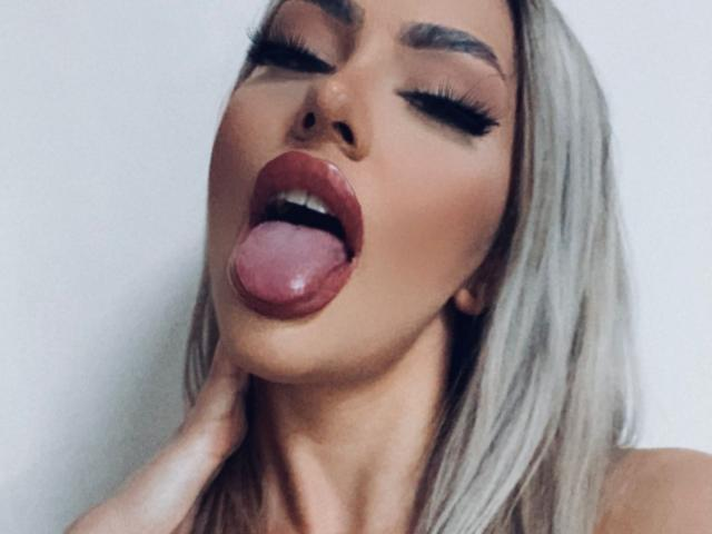 Foto de perfil sexy de la modelo MariaFontaine, ¡disfruta de un show webcam muy caliente!