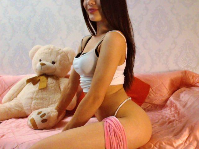 Picture of the sexy profile of MarrybellaHot, for a very hot webcam live show !