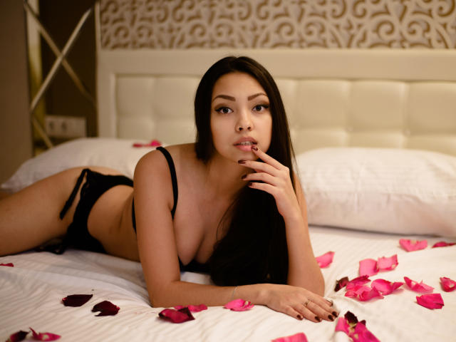 Photo de profil sexy du modèle SaimonaSweet, pour un live show webcam très hot !