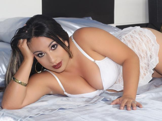 Photo de profil sexy du modèle SaraLoren, pour un live show webcam très hot !