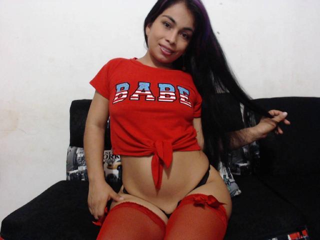 Foto del profilo sexy della modella VioletaHott, per uno show live webcam molto piccante!