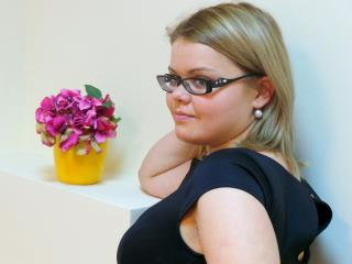 SweetMelinda - Sexy live show with sex cam on XloveCam