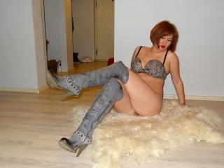 Miracole - Chat live xXx with this redhead Mature