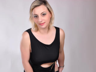 Mirriame - Sexy live show with sex cam on XloveCam