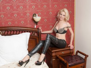 Elyne - Sexy live show with sex cam on XloveCam