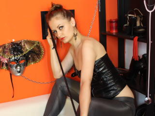 DommeNidia - Sexy live show with sex cam on XloveCam
