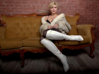 IrenaSex - Chat nude with a European MILF