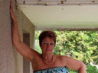 Bettina - Live x with a portly Lady over 35